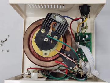拆解全自动单相交流稳压器:高精度,电路结构简单清晰