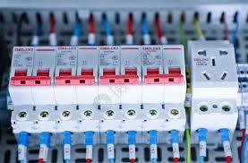 基于SimuLink实现的双闭环模糊PID开关电源控制电路的仿真设计