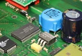 基于MAX15027的ADAS抗干扰电池管理电路设计