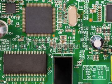 基于R1SX-0505小型转换器的开关电源电路设计