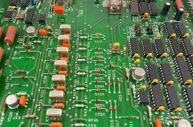 基于LM358和LM393组合的超级电容控制电路设计