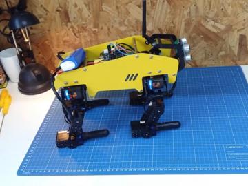机械狗首次测试:基于Arduino和LSS的DIY机械狗站立测试