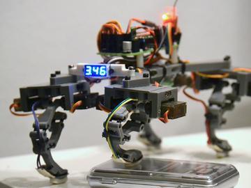 具有闭环控制的四足机器人