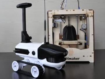 具有自动感应和遥控功能的传感器的3D可打印机器人车辆