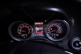 集成TPMS功能的电动汽车仪表盘设计方案