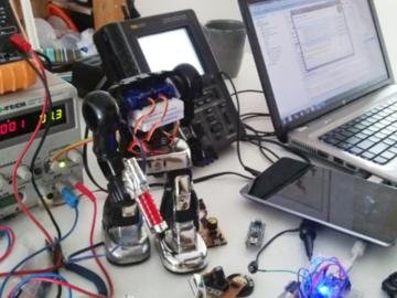 可联网可用手机APP控制,基于Arduino Nano的复古机器人改装