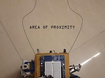 基于 Arduino UNO 的物体跟随机器人