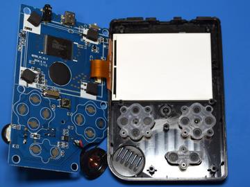 168合1超级复古游戏机拆解:想要破解电路方案设计全无可能