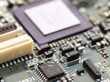 基于机器开发的最大软硬件挑战及性能驱动方案设计
