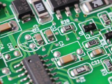 基于AD8226和ADP1720组合的高精度模拟前端电路设计