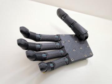 一种先进的低成本3D可打印机器人手