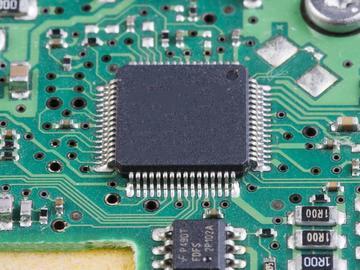 基于C8051F020单片机与RTL8019AS的音频峰值采集终端设计