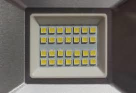 新型LED驱动器IC可实现大功率汽车LED前灯