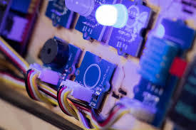 利用半导体LED驱动器设计高效LED灯串