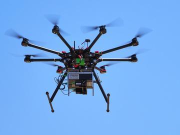 在无人机上安装THz光谱仪测量大气分子