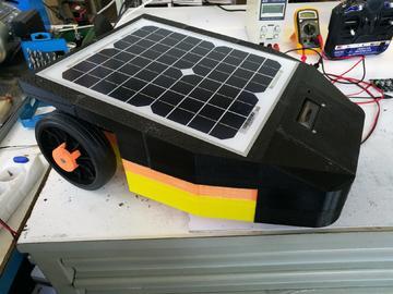 太阳能充电的智能割草机器人