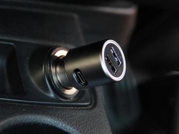 一次性解决车载手机、笔记本电脑的供电问题,打造一个打破常规的车载充电器