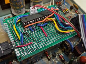 基于ATtiny88 AVR微控制器和古老数字万用表DIY的数字骰子塔