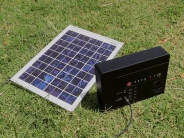 带纯正弦波逆变器的最轻的42000 mAh电站和太阳能发电机拆箱
