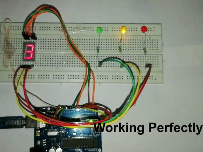 使用Arduino Uno的交通燈