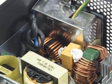 如何在紧凑的电路板上实现低EMI的电路设计?