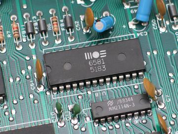 基于ADSP-BF706和ADSP-BF609的自动驾驶电池电源电路设计
