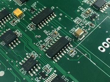 基于ADuM4223的智能电网电源管理电路设计