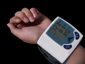基于BP01型压力传感器和运放MAX4472设计的腕式电子血压计电路