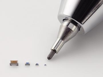 [视频]比沙粒还小 日本发明世界最小电子元器件