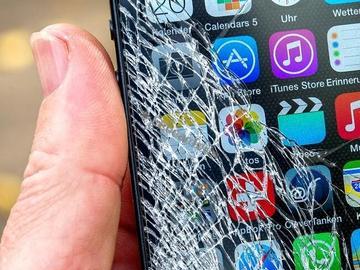 手机碎屏不用怕,摩托罗拉新专利用体温即可自行修复