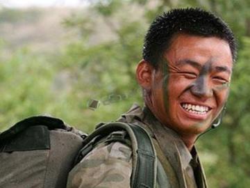 """大一新生神似""""王宝强""""网友笑称:连马蓉也分不清,还得靠人脸识别?"""