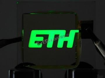 科学家首次成功生产超纯绿光 到目前为止只有我们有这样纯净的绿光