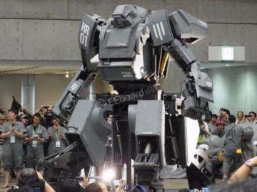 """众筹百万美金,几吨重的巨型机器人完成了史上首次""""大决斗"""""""