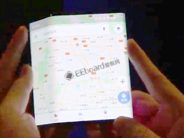 疑似小米可折叠智能手机的上手视频:三段式折叠屏+MIUI全面屏手势