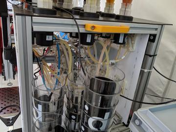 大开眼界,调酒师从此失业:用树莓派DIY了一个可以调50种鸡尾酒的机器人UbaBOT