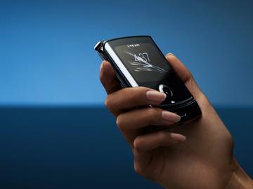 这次是真震惊了:无人再提的摩托罗拉却以Razr 2019成为全球折叠屏第三个手机厂商
