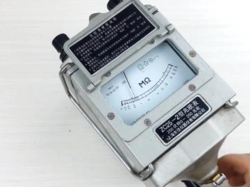 """拆解""""理疗仪Plus""""兆欧表:看看它内部手摇发电机的机械结构和限速原理"""